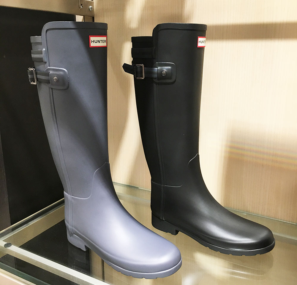7cd177d67ec These HUNTER BOOTS are so sleek. I NEED them in gray. I m obsessed with the  buckle on them. If you re thinking of getting a pair of Hunters during the  sale